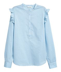 Long-sleeved blouse in woven cotton fabric with a small stand-up collar. Button placket, ruffle trim on shoulders, and gently rounded Komplette Outfits, Fancy Dress Outfits, Fall Outfits, Fashion Outfits, New Fashion Clothes, Modelos Plus Size, Style Casual, Blouse And Skirt, Cotton Blouses