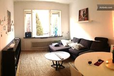 Appartement in Stockholm, Zweden. This appartment can welcome 3 people.  Two in the king size bed in the room, and one on the confortable sofa. Blanket provided.   Perfectly located 3 minutes walking distance from the Subway station Karlaplan (1 stop from Ostermalm)   Groceries sh...