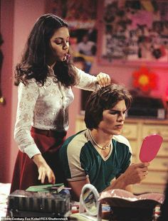 Jackie & Kelso That Show 70s Aesthetic, Aesthetic Vintage, Aesthetic Pictures, Mundo Hippie, 70 Show, I Love Cinema, Photo Wall Collage, Movies Showing, Jelsa