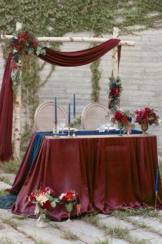 Navy And Burgundy Wedding, Maroon Wedding, Wedding Aisle Decorations, Wedding Table, Wedding Ideas, Red Table Decorations, Red Wedding Receptions, Red Wedding Centerpieces, Table Centerpieces