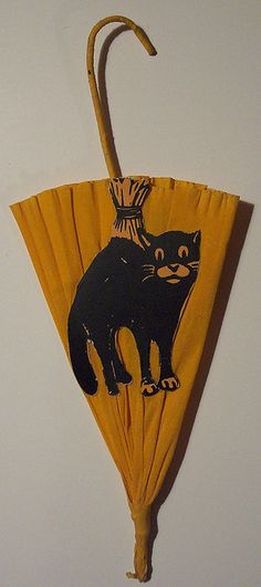 love this vintage Halloween crepe paper parasol with diecut black cat.....