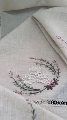 Embroidery Art, Embroidery Stitches, Vocabulary Cards, Bridal Shower Decorations, Baby Shirts, Craft Work, Needlework, Arts And Crafts, Sewing