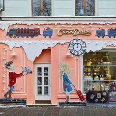 Автор фото bezphotonetю Кондитерский магазин на Малой Бронной улице.