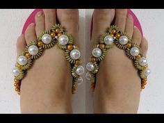 YouTube Flip Flop Art, Decorating Flip Flops, Flip Flop Slippers, New Crafts, Beading Tutorials, Polymer Clay Jewelry, Jewlery, Tutorial Diy, Beaded Bracelets