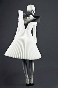 Architectural Fashion - three-dimensional dress with structured pleats