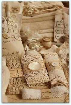 * Schlaflos in NRW * gottaa do my vintage lace like this. to display. so dreamy Shabby Chic, Shabby Vintage, Antique Booth Ideas, Vintage Sewing Notions, Granny Chic, Linens And Lace, Lace Ribbon, Vintage Crafts, Button Crafts
