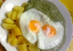 Spinach with potatoes and fried egg