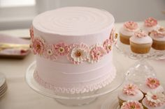 Learn how to create professional-looking flowers and designs made from royal icing Course 2.  Sign up at @joannstores
