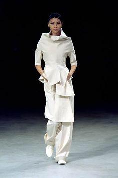 Yohji Yamamoto - Ready-to-Wear - Runway Collection - Women Spring / Summer 2000