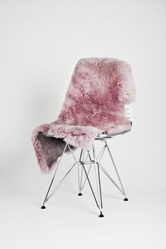 Wire chair with pink fur. Pantone 2016, Design Rustique, Deco Rose, Decor Inspiration, Decor Ideas, Cafe Chairs, Everything Pink, Take A Seat, Home And Deco