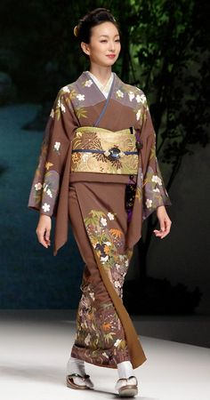 Kimono 7: Yukiko Hanai designed Spring/Summer 2012 Collection. Tokyo, Japan.