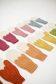 Imagine being able to wear a different coloured pair of mittens everyday. Crochet Mittens, Knitted Gloves, Knit Or Crochet, Knitting Socks, Hand Knitting, Crochet Pattern, Knitting Patterns, Fingerless Mittens, Knitting Machine