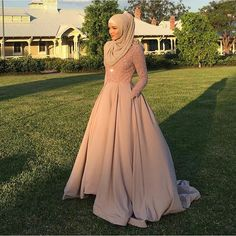 This Elegant muslim outift ideas for eid mubarak 14 image is part from Elegant Muslim Outfits Ideas for Eid Mubarak gallery and article, click read it bellow to see high resolutions quality image and another awesome image ideas. Muslim Prom Dress, Hijab Prom Dress, Muslimah Wedding Dress, Muslim Wedding Dresses, Eid Dresses, Modest Dresses, Muslim Gown, Hijab Gown, Wedding Hijab