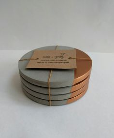 Rose Gold Concrete- Coasters- UK: Home of La Juniper - Dining Cement Art, Concrete Cement, Concrete Crafts, Concrete Projects, Concrete Design, Beton Diy, Diy Coasters, Creation Deco, Handmade Home