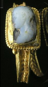 Gold finger ring/cameo, Roman 3rd century A.D.