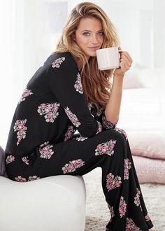 Satin Pyjama Set, Satin Pajamas, Cozy Pajamas, Pjs, Pajamas For Teens, Girls Pajamas, Womens Fashion Online, Latest Fashion For Women, Tartan Pants