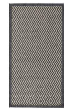 Ellos Home Matta Gåsöga 80x150 cm Mönstrad med enfärgad kant runtom. Overlockade långsidor och limmade kortsidor. Lättskött av slitstark polypropylene. Baksida av bomull/jute. Dammsugning/skumtvätt. <br><br>100% polypropen<br>Skumtvätt