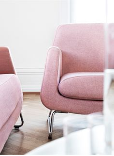 This pink chair!