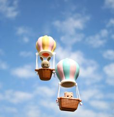 """""""There's no better way to see the sights than from a beautiful balloon, a real holiday treat!"""" This #SylvanianSummer entry was sent in by Louisa Doak"""
