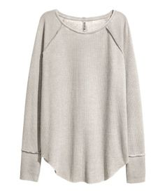 Gray. Top in melange, waffle-knit jersey with raw edges, long raglan sleeves, seam at back, and a rounded hem.