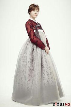 Park Eunji in lovely hanbok