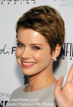 How to cut and color Andrea Osvart's signature short gamine pixie haircut Pixie Bob Hairstyles, Wedge Hairstyles, Pixie Haircut, Very Short Pixie Cuts, Short Hair Cuts For Women, Short Hair Styles, Alyssa Milano Hair, Blond, Crop Hair
