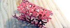 El color coral esta de moda y que mejor que llevarlo puesto como accesorio. #cortelaser #cutlaser #vogue #complementos #moda #arte #incut