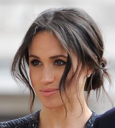 Mad About Meghan: UPDATED: Harry and Meghan Mark Stephen Lawrence's Anniversary at London Memorial Hair Mad About Meghan: UPDATED: Harry and Meghan Mark Stephen Lawrence's Anniversary at London Memorial Vintage Hairstyles, Up Hairstyles, Pretty Hairstyles, Wedding Hairstyles, Hairstyles Pictures, Hairstyle Short, Meghan Markle Hair, Meghan Markle Style, Megan Markle Makeup