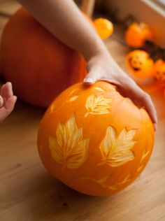 Howto: pumpkin carving with a lino cutter - photos by me :)