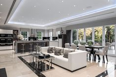10 Examples of Luxury Kitchen Design to Inspire You Open Plan Kitchen Dining Living, Open Plan Kitchen Diner, Open Plan Living, Living Room Kitchen, Space Kitchen, Living Rooms, Luxury Kitchen Design, Luxury Kitchens, Tuscan Kitchens