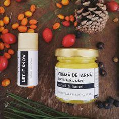 O pereche reușită, de folosit în tandem! 🍂 .  Ambele produse cu ulei de cătină românească, organic, ultra hrănitor, bogat în vitamina C - super food pentru piele. . ✨ .  Schimbările bruște de temperatură, vântul si frigul afectează neplăcut pielea, ducând adesea la deshidratare și uneori chiar mici răni - nimănui nu-i plac buzele crăpate sau mâinile uscate 🙌 .  Cele două produse sunt special concepute pentru acest sezon: ceara de albine din balsamul de  buze Let It Snow oferă un strat…