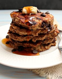 Chocolate Chip Cookie Dough Pancakes: a healthy breakfast which tastes so indulgent! Would be good with berries instead of chocolate chips Yummy Treats, Sweet Treats, Yummy Food, Yummy Yummy, Delish, Sin Gluten, Gluten Free, Chocolate Chip Cookie Dough, Chocolate Chips