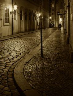 夜…石畳の道 もっと見る