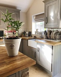 Happy bank holiday! Isn't it so lovely to have an extra day! I think this 3 day ...#kitchendecor #kitchendesign #kitchenremodel #peony #postitfortheaesthetic