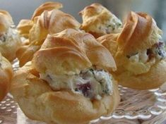 Tuulihatut - savoury choux pastry with smoked salmon filling. Finger Food Appetizers, Finger Foods, The Kitchen Food Network, Eat Dessert First, Greek Recipes, Cooking Time, Food Network Recipes, Baking Recipes, Fast Recipes