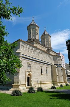 Cathedrals, Romania, Mansions, House Styles, Home, Mansion Houses, Manor Houses, Ad Home, Fancy Houses