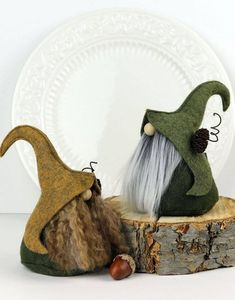 How to make a felt gnome hat. Also pics of the gnome themed What a darling rustic Elfin Gnome! Fimni the Curious is the sweetest gnome with a warm heart and kind spirit who lives in the Nordic forests. free patterns for felt gnomes Cosa un tesoro rustico Scandinavian Gnomes, Scandinavian Christmas, Felt Ornaments, Christmas Ornaments, Christmas Decorations, Gifts For Friends, Friend Gifts, Christmas Gnome, Hobbies And Crafts