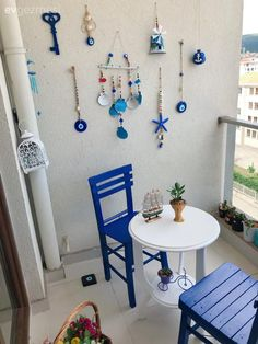 Balcony Flower Box, Flower Boxes, Single Chair, Dream House Exterior, Diy And Crafts, Sweet Home, Kids Rugs, Painting, Furniture