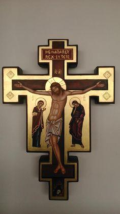 Iconographer Fernando Perez de Camino Holy Cross, Jesus On The Cross, Roman Church, Christ The King, Byzantine Icons, Orthodox Icons, Cross Designs, Blessed Mother, Christian Art