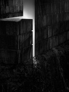 Muros de Luz, by Aitor Ortiz