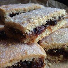 Tray Bake Recipes, Baking Recipes, Cookie Recipes, Dessert Recipes, Dessert Bars, Mincemeat Bars Recipe, Mincemeat Cake, Xmas Food, Christmas Cooking