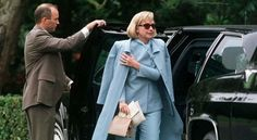 SECRET SERVICE AGENT Says Hillary Has Parkinson's Disease…Has Trouble Walking…Flashing Lights, Strobes Cause Seizures [VIDEO]