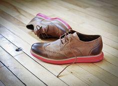 Os belos calçados masculinos da norte americana Cole Haan você pode comprar pelo site: http://www.colehaan.com/mens-sale-1