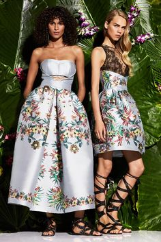 The complete Zuhair Murad Resort 2017 fashion show now on Vogue Runway. Floral Fashion, I Love Fashion, Fashion Week, Fashion 2017, Runway Fashion, High Fashion, Fashion Show, Fashion Design, Zuhair Murad 2017
