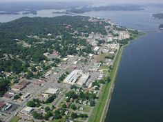 Guntersville,  Alabama is a small town Retirement Town. Mostly Mansions in this town. The Tennessee River and Guntersville Lake surround the town in all directions.