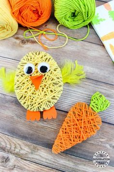 Easter Chick Yarn Kunstprojekt · The Inspiration Edit - Easter Chick Yarn Craf. - Easter Chick Yarn Kunstprojekt · The Inspiration Edit – Easter Chick Yarn Craft – Tutorial zu - basteln kindergarten Easter Arts And Crafts, Bunny Crafts, Easter Crafts For Kids, Toddler Crafts, Spring Crafts, Preschool Crafts, Holiday Crafts, Easter Gift, Kids Diy
