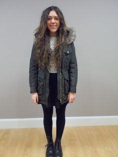 4377caf05aeff Beautiful girl with fur hooded winter padded coat from Henry Arroway  Chica  guapa española con abrigo de guata y capucha de piel de Henry Arroway  España  ...