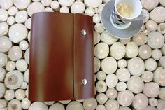 Leather planner handmade with two ring binding mechanism. Brown leather with high quality Leather Journal, Planners, Brown Leather, Bullet Journal, Make It Yourself, Ring, Unique Jewelry, Handmade Gifts, Fabric