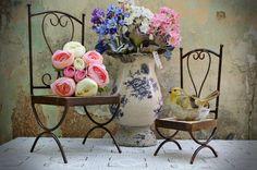 O charme e o colorido dos pássaros na decoração transmitem sensação de liberdade aos ambientes. Peças podem criar desde ambientes provençais a espaços clássicos em casa. Na foto, produto da Aluízio Casa - Carlos Altman/EM/D.A Press