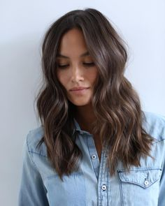 Choppy Long Haircut for Wavy Brown Hair hair 60 Chocolate Brown Hair Color Ideas for Brunettes Ash Brown Hair, Chocolate Brown Hair Color, Brown Hair Colors, Medium Dark Brown Hair, Cool Tone Brown Hair, Brown Hair Cuts, Brown Curls, Brown Hair Long Bob, Dark Brown Lob